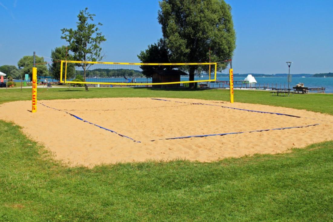 Sandreiningung von Beachvolleyballfeldern