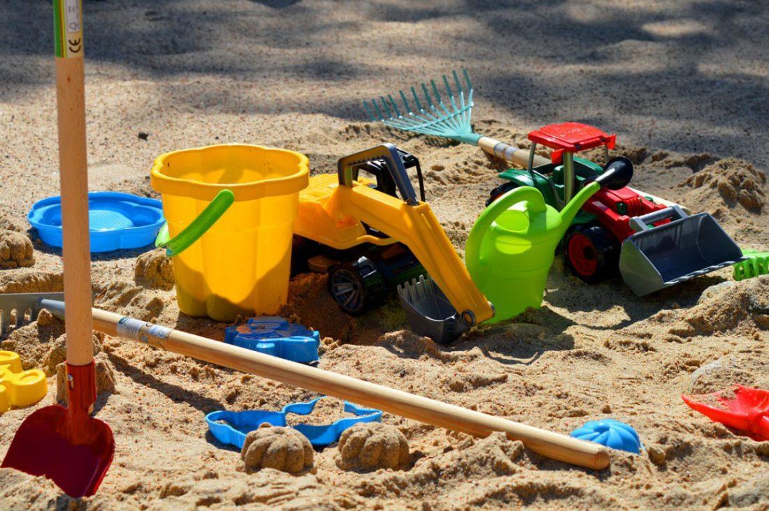Sandreiningung von Spielplatzsand